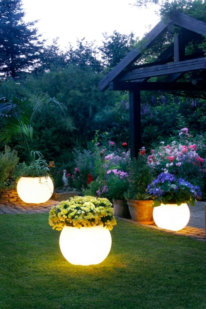 Illuminating Planters For Visual Effect
